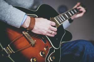 gitarre verkaufen mit dieser ratgeber sammlung und insider. Black Bedroom Furniture Sets. Home Design Ideas